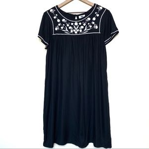 Old Navy Black Embroidered Short Sleeve Dress
